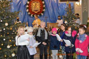 Dzieci żegnają Boże Dzieciątko